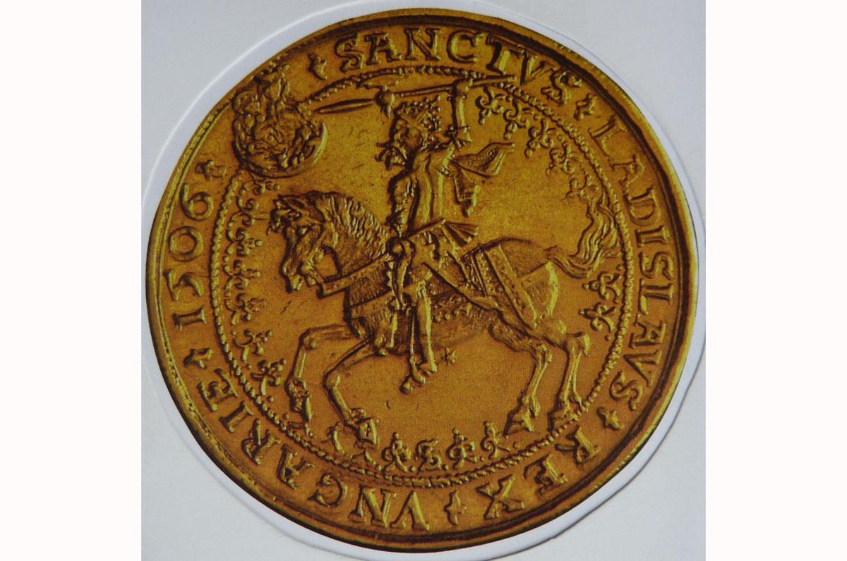 Ulászló guldinere. A hátlapon, Szent László fején a Szent Korona első hiteles ábrázolása látható.